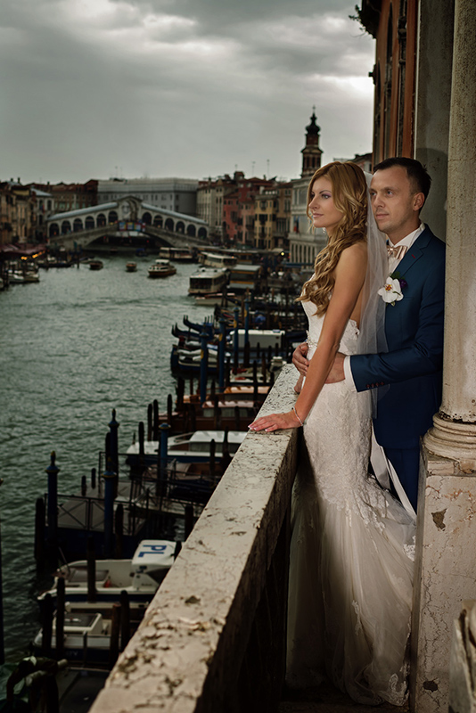 Bride and Groom on the Balconey at Palazzo Cavalli Grand Canal