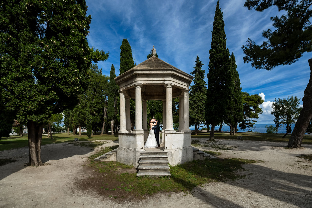 Wedding Photographer Split Croatia bride and groom hugging