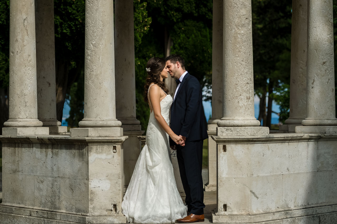 Wedding Photographer Split Croatia bride in white dress kissing groom in black suit