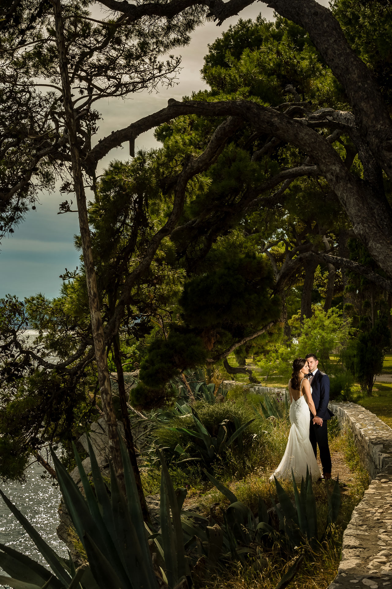 Wedding Photographer Split Croatia bride and groom looking flash from the side for dramatic light