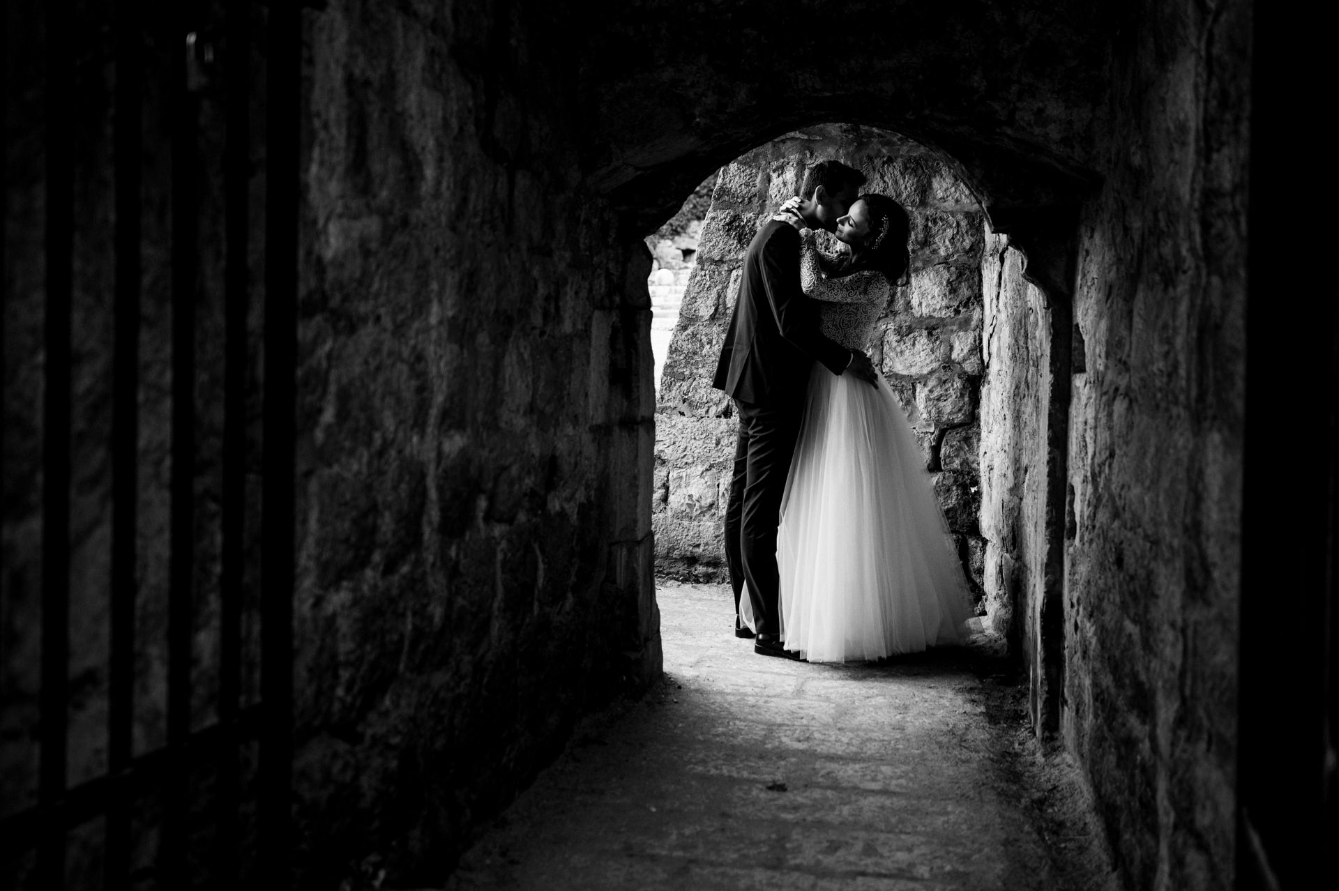 bride and grom kissing in passage in dubrovnik